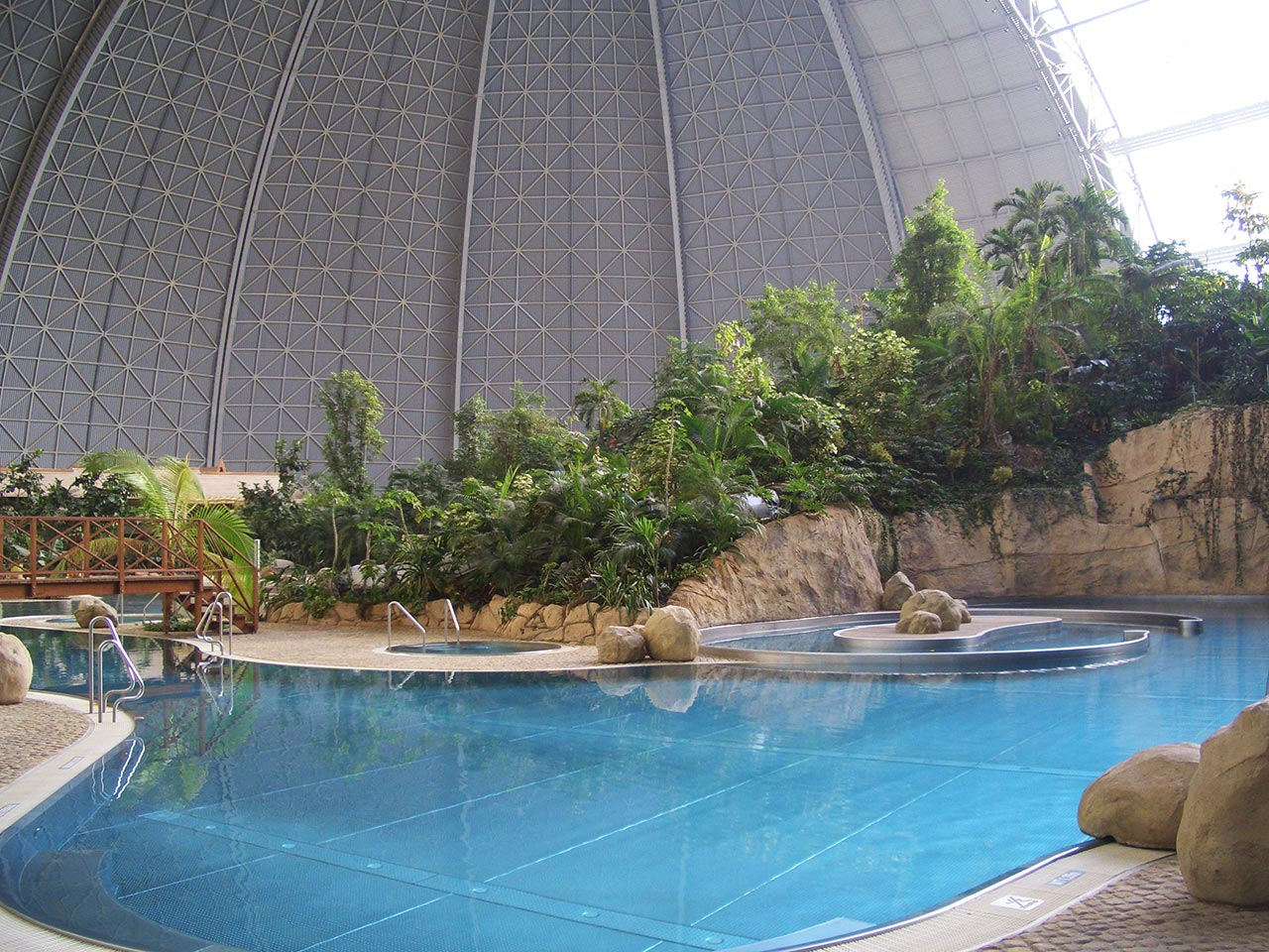 Tropical islands architekt uwe m ller potsdam for Quick up pool 120 hoch